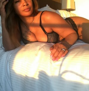 Yvelyne bombshell escorts in South Burlington, VT